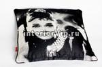 Наволочка на декоративную подушку с принтом Одри Хэпберн